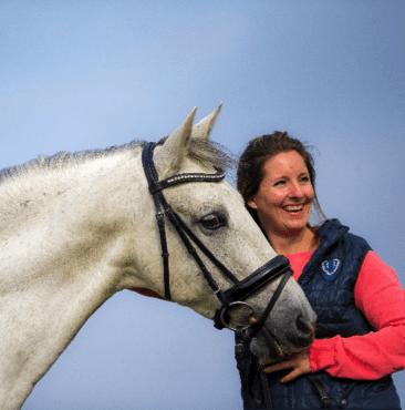 Dadja Schoenmakers, sportmasseur voor paarden, praktijktrainer bij Bartels Horse & Health Instituut, opleiding tot sportmasseur voor paarden