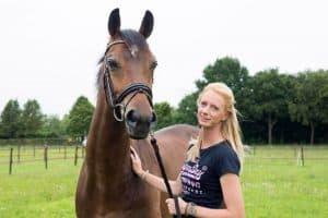 Brenda Willemse, medewerkster Praktijk voor fysiotherapie voor paarden Gisella Bartels