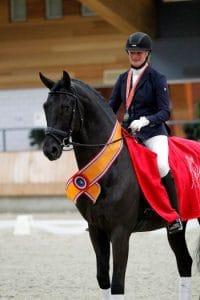 Karen Nijvelt Elysias Gisella Bartels Fysiotherapie voor paarden Opleiding tot sportmasseur voor paarden